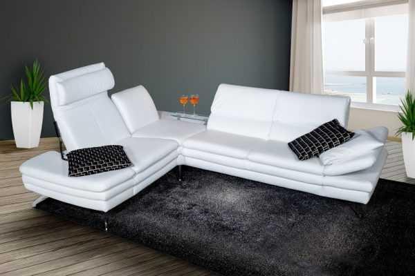 Kolor biały może nie być praktyczny na sofie