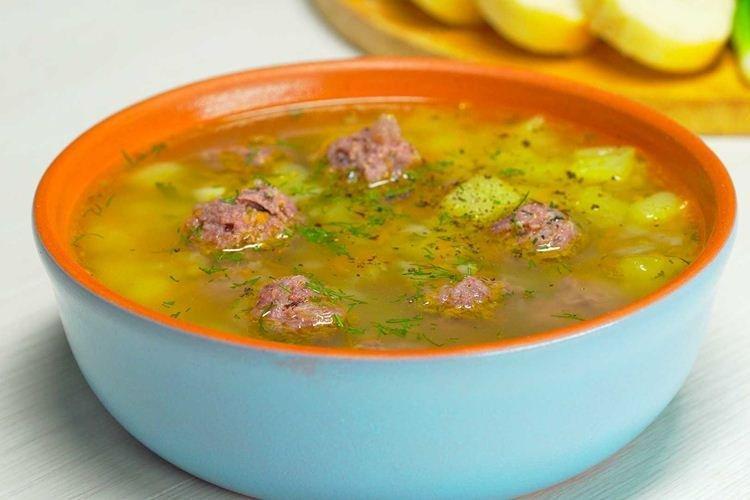 Zupa z klopsików warzywnych - przepisy na mieloną wołowinę