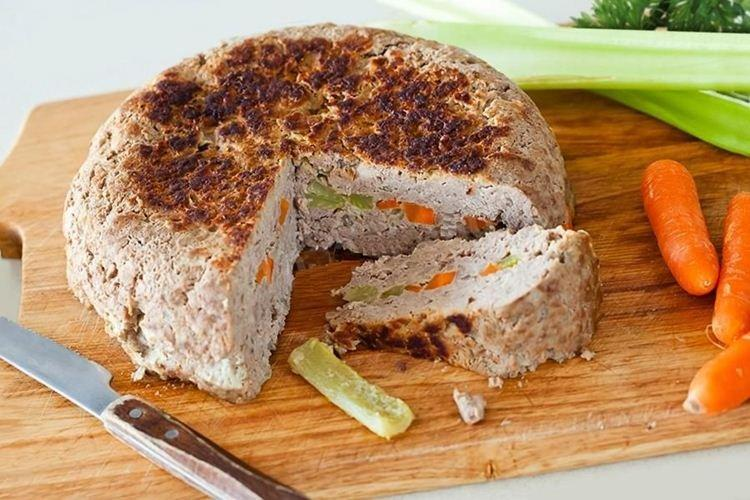 Zapiekanka z mielonej wołowiny z marchewką i selerem - co gotować z przepisami na mieloną wołowinę