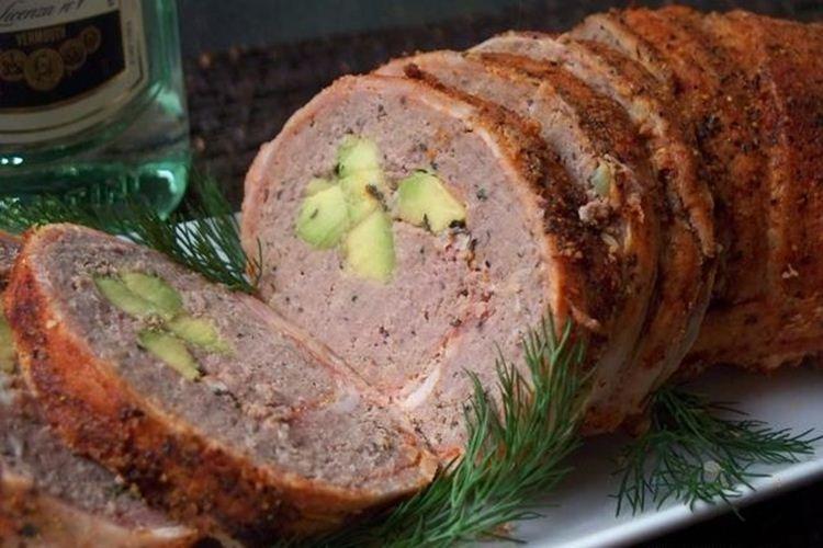Rolada z mielonej wołowiny z awokado - przepisy na mieloną wołowinę