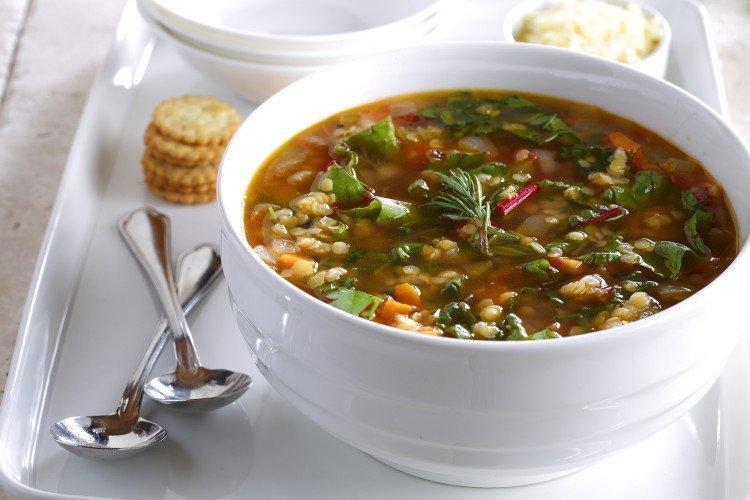 Zupa z soczewicy z makaronem i rodzynkami
