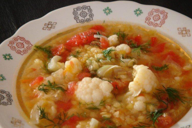 Zupa z soczewicy z kalafiorem