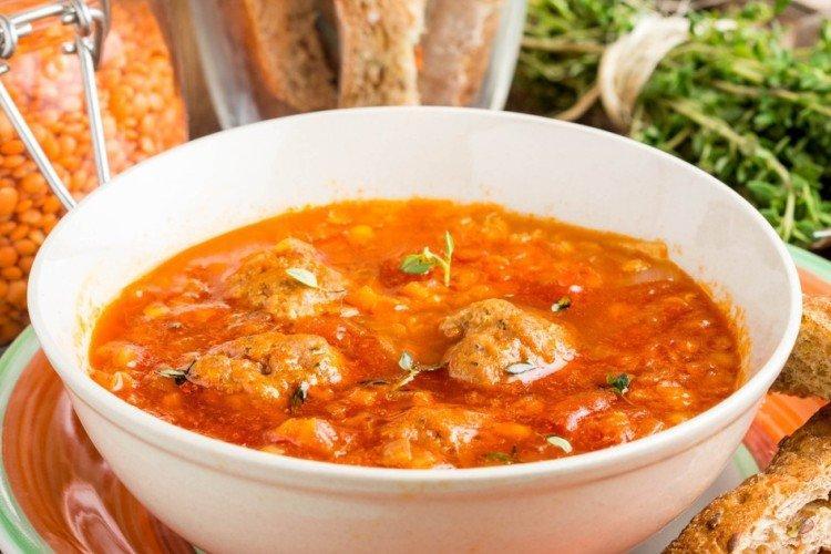 Zupa z soczewicy z klopsikami