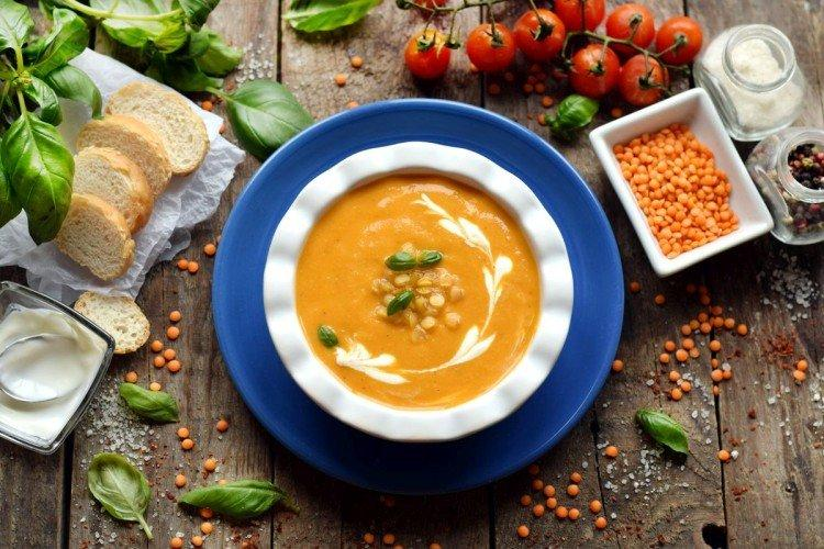 Kremowa zupa z soczewicą i warzywami