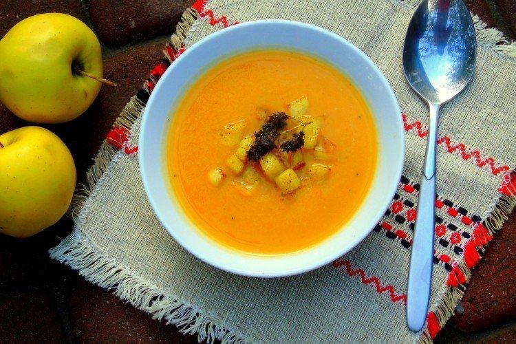 Zupa dyniowa z jabłkiem