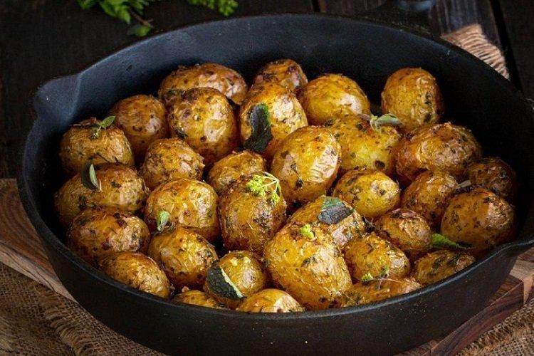 Smażone młode ziemniaki