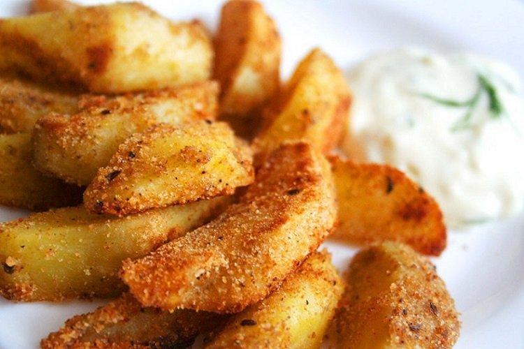 Smażone ziemniaki w bułce tartej