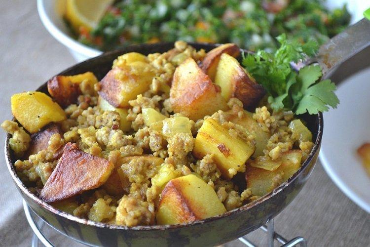 Smażone ziemniaki z mięsem mielonym