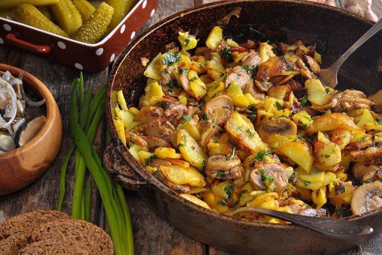 Smażone ziemniaki z grzybami