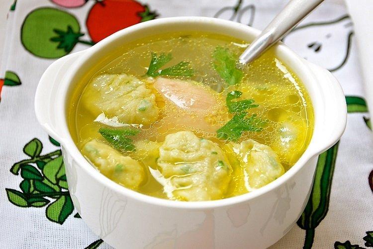 Zupa z kurczakiem i kluskami bez smażenia