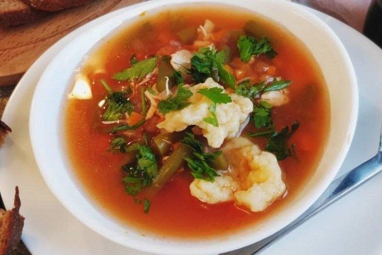 Zupa z kurczakiem, pomidorem i kluskami