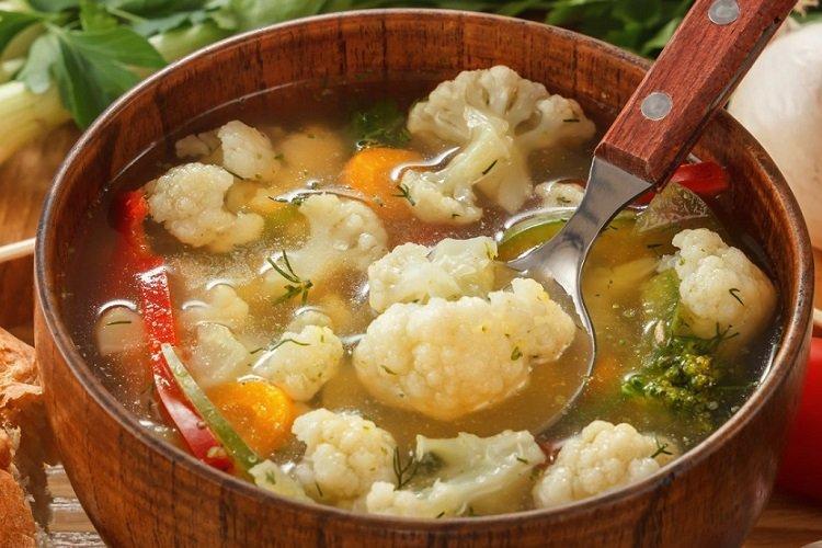 Zupa z kurczakiem, kluskami i kalafiorem