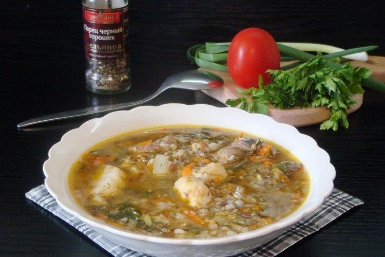 Zupa z kurczakiem, kaszą gryczaną i kluskami