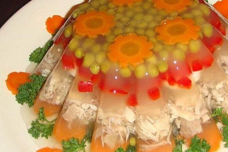 Galaretka drobiowa z papryką i porem - przepisy kulinarne