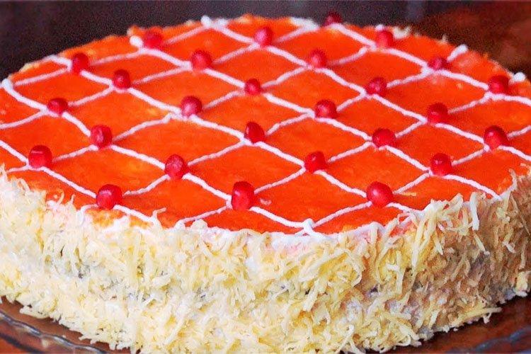Sałatka urodzinowa z orzechami - przepisy kulinarne