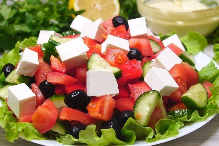 Sałatka grecka na urodziny - przepisy kulinarne