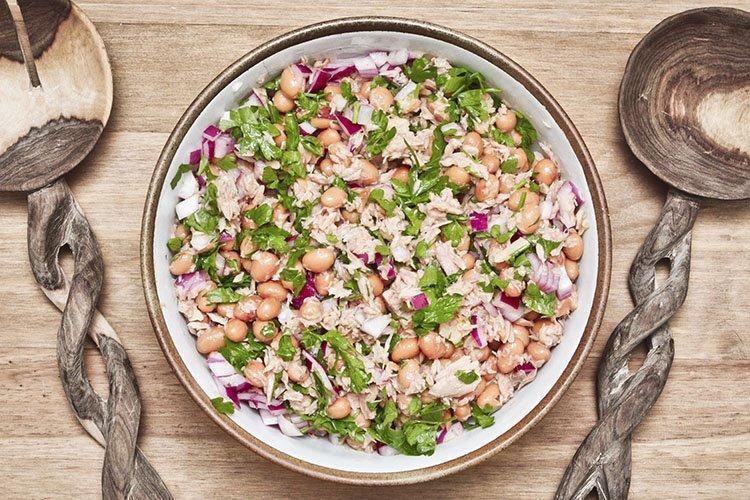 Sałatka z fasoli i grzybów - przepisy kulinarne
