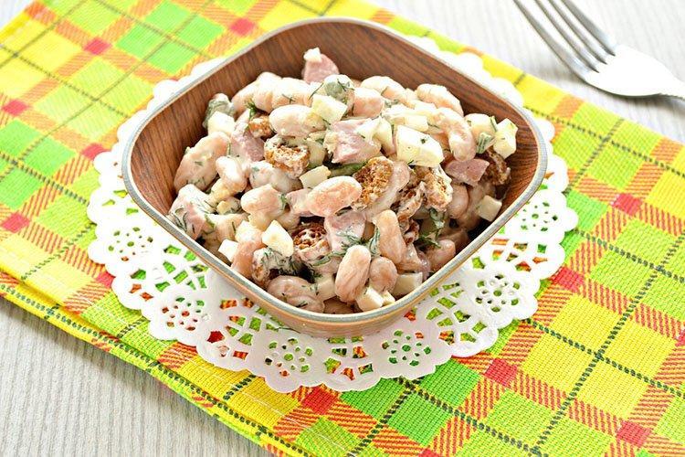 Sałatka z fasoli z jabłkami i serem - przepisy kulinarne