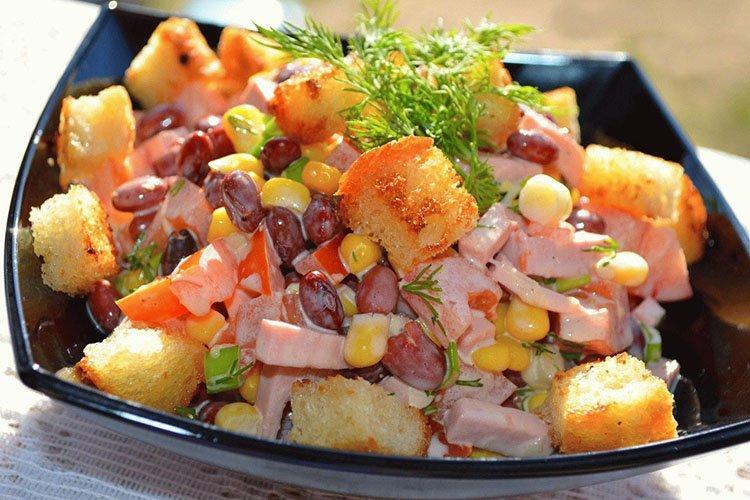 Sałatka z fasoli z ananasem i serem - przepisy kulinarne