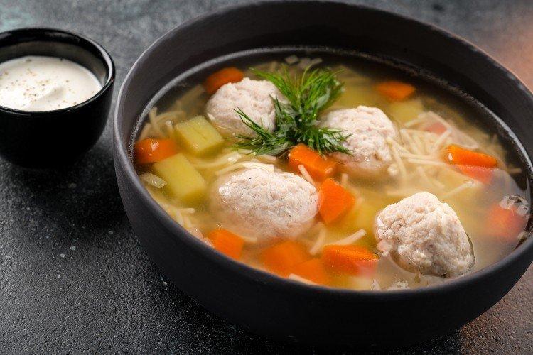 Zupa z klopsikami i makaronem - pyszne i tanie przepisy