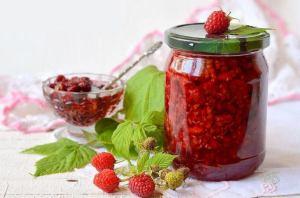 Świeżo starta z jagodami cukrowymi